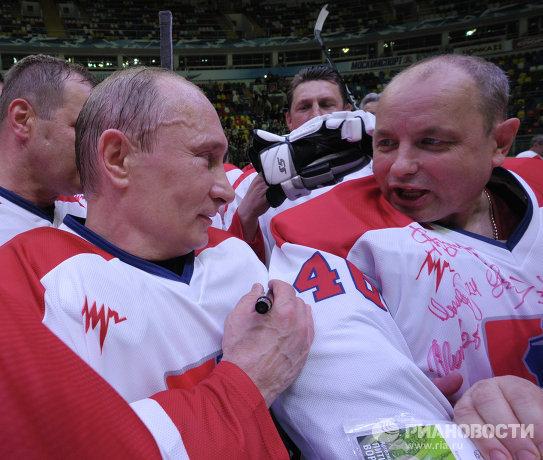 Владимир путин слева