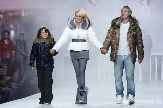 Яна рудковская с сыном и фигурист