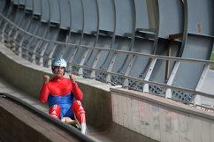 Альберт Демченко на тренировке сборной России по санному спорту