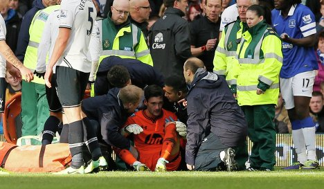 В Англии потерявшим сознание футболистам запрещено возвращаться на поле