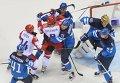 Драка хоккеистов финской и российской сборных возле ворот Туукки Раска