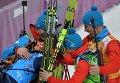 Российские биатлонисты на финише эстафетной гонки
