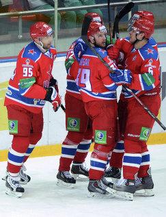 Слева направо: игроки ПХК ЦСКА Алексей Морозов, Илари Фильппула, Ян Муршак и Денис Денисов