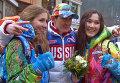 Болельщики с цветами встречали паралимпийских чемпионов на улице в Сочи