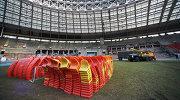"""Демонтированные пластиковые сидения для зрителей на стадионе """"Лужники"""""""