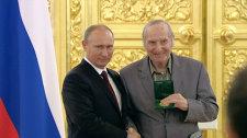 Путин вернул хоккеисту сборной 1956 года утраченную олимпийскую медаль