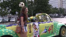Болельщики ЧМ-2014 разъезжают по Рио-де-Жанейро на разрисованных авто