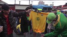 Болельщики рвали и жгли футболки сборной Бразилии после поражения на ЧМ-2014
