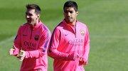 """Футболисты """"Барселоны"""" Луис Суарес и Лионель Месси (справа налево)"""