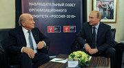 Владимир Путин (справа) и Йозеф Блаттер
