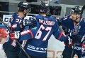 """Хоккеисты """"Торпедо"""" Юусо Хиетанен, Сакари Салминен, Дмитрий Казионов и Яркко Иммонен (справа налево) радуются заброшенной шайбе"""