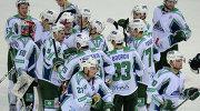 "Игроки ""Салавата Юлаева"" радуются победе"