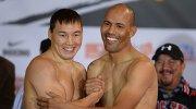Российский боксер Руслан Проводников (слева) и мексиканский боксер Луис Кастильо