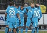 """Футболисты """"Зенита"""" Виктор Файзулин, Анатолий Тимощук и Халк (справа налево) радуются забитому голу"""