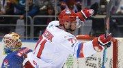 Нападающий сборной России Илья Ковальчук радуется своей заброшенной шайбе