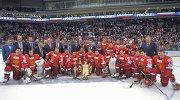 Сборная России по хоккею фотографируется после матча