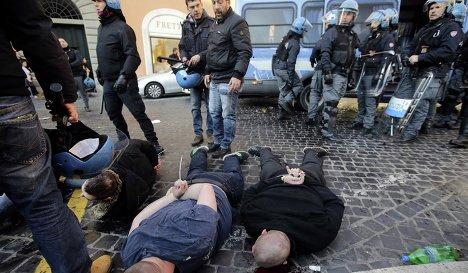 """Трое фанатов """"Фейенорда"""" получили по 16 месяцев тюрьмы за беспорядки в Риме"""