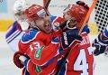 Форварды ЦСКА Роман Любимов (слева) и Александр Радулов