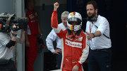 """Пилот """"Феррари"""" Себастьян Феттель радуется победе на Гран-при Малайзии"""