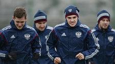 Игроки сборной России Алексей Миранчук (слева) и Роман Зобнин