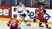 Форвард финской сборной Осси Лоухиваара радуется заюрошенной шайбе в ворота российских хоккеистов