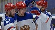 Хоккеисты сборной России Евгений Дадонов, Артемий Панарин и Вадим Шипачев (слева направо) радуются заброшенной шайбе