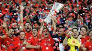 """Футболисты """"Севильи"""" радуются победе в финале Лиги Европы"""
