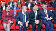 Президент ФИФА Йозеф Блаттер, президент Швейцарии Ули Маурер и президент Международного Олимпийского комитета Томас Бах (слева направо)